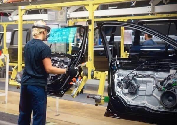 AR_VR_Manufacturing.jpg