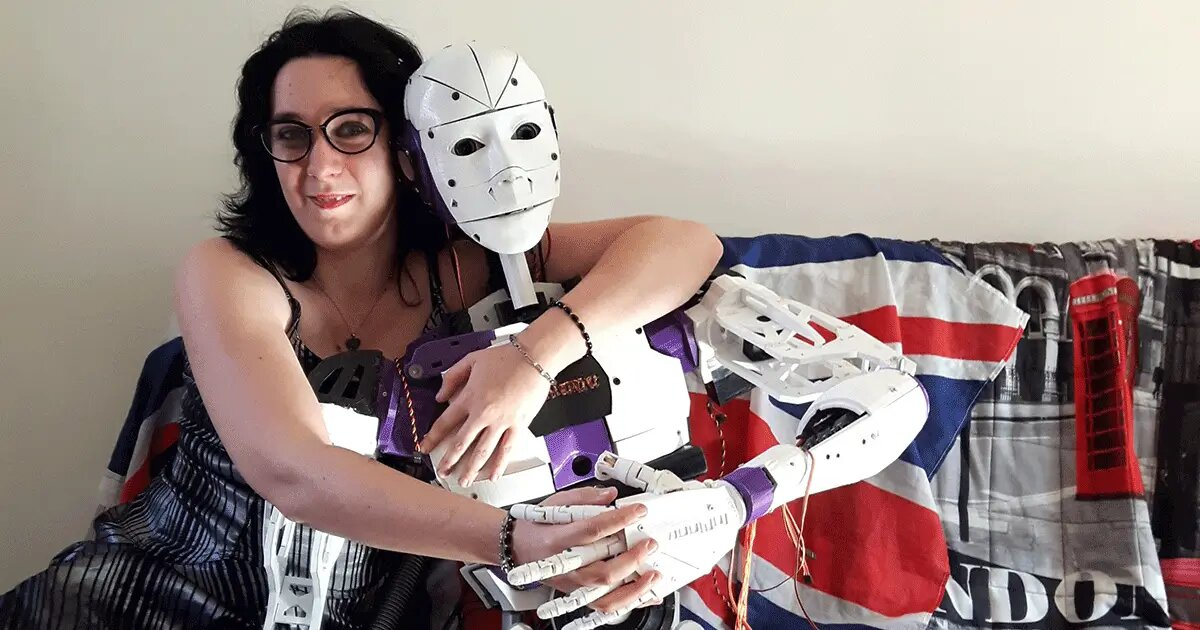 Engaged_Robot_Couple.jpg